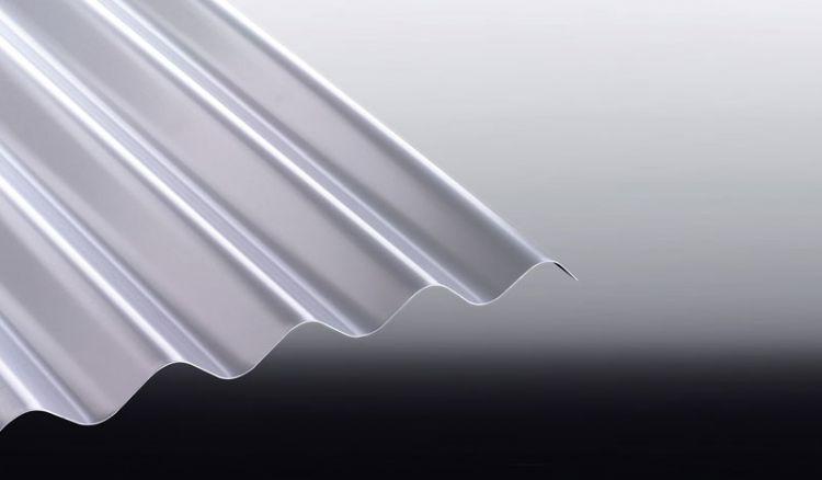 Unser witterungsbeständiges 0,7 mm starkes Aluminium Wellblech S 76/18 hat eine 25 my Polyester Beschichtung und ist in den Farben Anthrazitgrau, Rotbraun, Graualuminium, Weißaluminium und Moosgrün erhältlich.