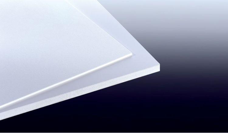 Unsere Hartschaumplatte XL aus PVC ist in dem Maß 1220 x 2440 mm erhältlich. Die Platte hat eine matte Oberflächenstruktur.