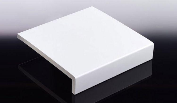 Speziell zur Verkleidung von Ortgang, Traufen und Laibungen bietet Heering 9 mm Winkelprofile aus PVC-Hartschaum. Lieferbar in 150 / 175 / 200 / 225 / 300 x 35 x 6000 mm