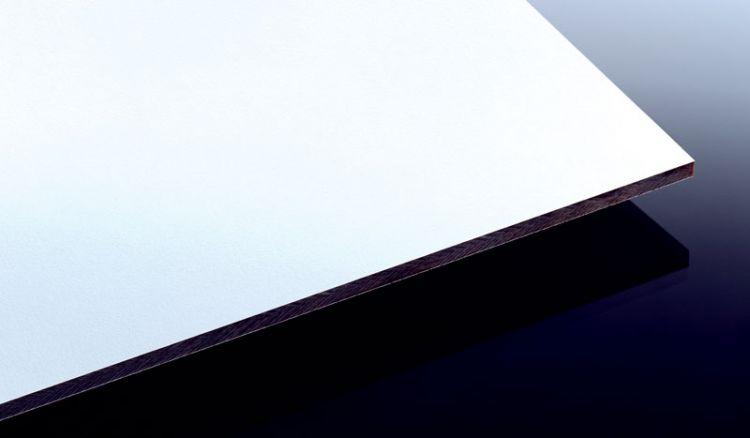 Unsere Wetter- und Frostfeste HPL Schichtstoffplatte mit der Stärke 8 mm und dem Maß 2800 x 1300 mm in der Farbe Weiß