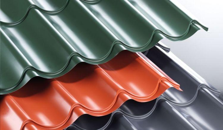 Unser CE-zertifiziertes Pfannenblech aus verzinktem Stahl hat die Beschichtung: 25 my Polyester. Sie können zwischen Längen von 1000 mm bis 7000 mm wählen oder individuelle Längenzuschnitte anfordern.