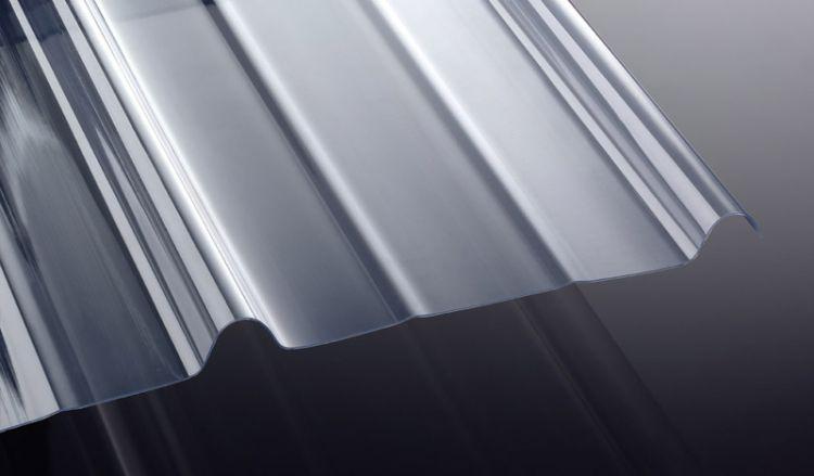 Die Siegener Pfanne aus stark lichtdurchlässigem PVC hat eine Stärke von 1,2 mm ist in den Längen 2000/2500/3000 mm erhältlich. Die Breite der Siegener Pfanne ist 890 mm.