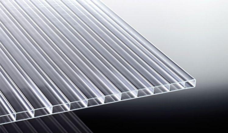 Unsere stark lichtdurchlässige Acryl Stegplatte mit der Stärke 16 mm ist in den Breiten 980 mm und 1200 mm sowie den Längen 2000 mm bis 7000 mm erhältlich.