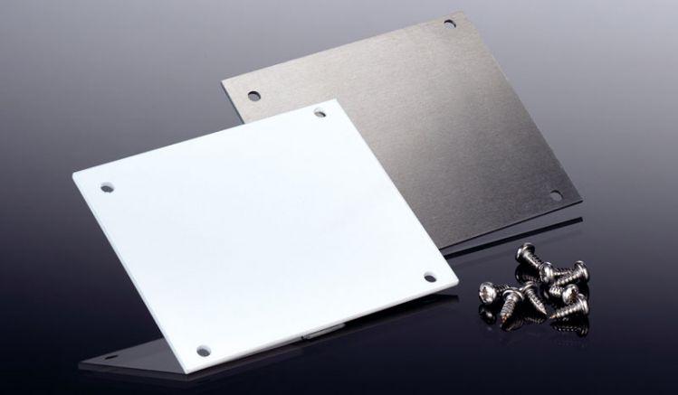 Die Alu-Endkappen für das HT 90 Dachrinnensystem sind pressblank und weiß erhältlich. Das Set besteht aus zwei Kappen sowie acht Schrauben für die Befestigung