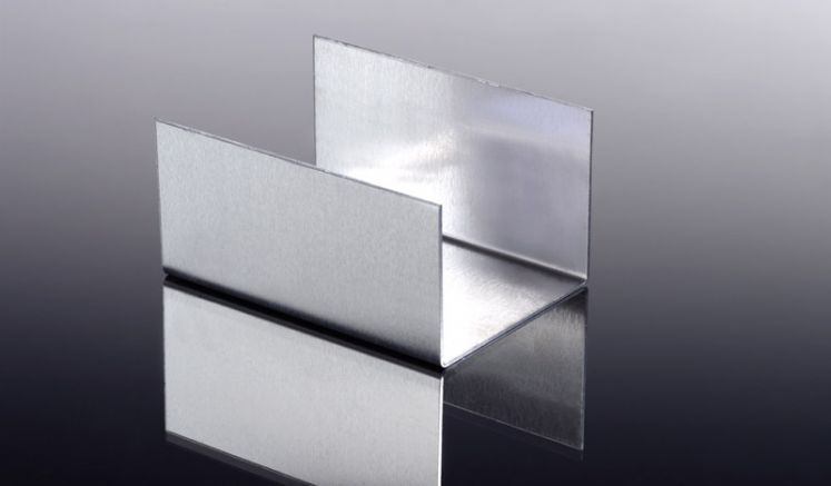 Um Ihre Dachrinnen aus Aluminium zu verbinden, benötigen Sie den Alu-Rinnenverbinder. Dieser ist pressblank erhältlich
