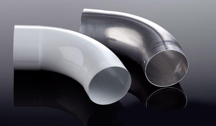 Der 72° Rohrbogen für die Alu-Dachrinne HT 90 ermöglicht eine passgenaue Montage des Fallrohrs. Erhältlich in den Farben Weiß und Pressblank