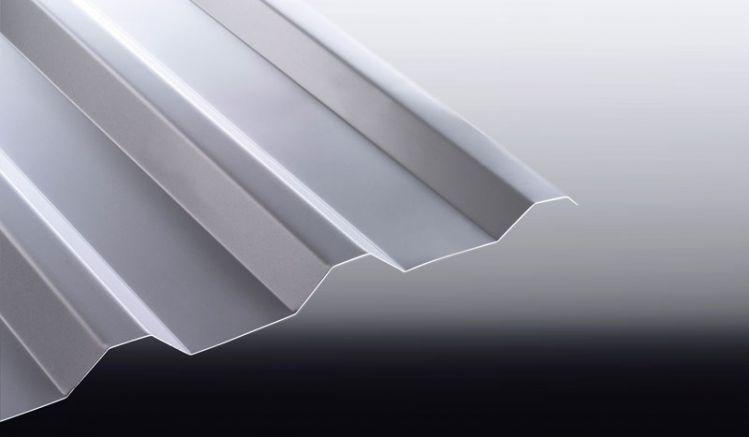 Unsere nichtrostenden Trapezbleche aus Aluminium haben eine Stärke von 0,7 mm und eine 25 my Polyester Beschichtung. Sie können wahlweise einen Antikondensvlies auswählen - um Kondenswasserbildung entgegenzuwirken.