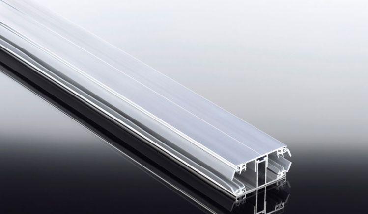 Aluprofile unseres Komplettsystem für die einfache Montage von 16 mm Stegplatten: Das Verbindungsprofil ist das meistverkaufte Verlegeprofil für 16 mm Stegplatten! Ober- und Unterprofil aus Aluminium mit eingezogenen Lippendichtungen. Ideal für Terrassenü