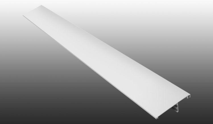 Die flache Dachrinne besteht aus witterungsbeständigem PVC und ersetzt die standardmäßige runde Dachrinne der Golden Terrassendächer