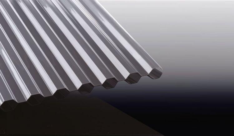 Die Polycarbonat Wellplatten in Silbergrau haben das Profil K 76/18 und eine sonnenreflektierende Oberseite, welche die Sonneneinstrahlung um bis zu 50% reduziert.