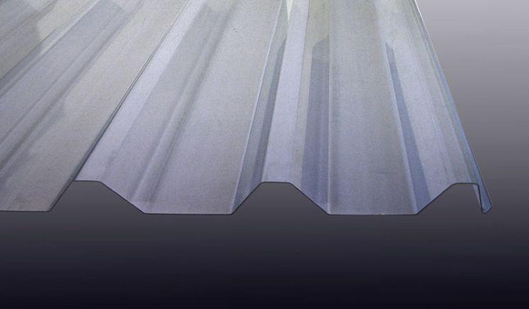 Unsere PVC Lichtwellplatte mit 1,5 mm Stärke und dem Profil 207/35 zeichnet sich durch eine hohe Lichtdurchlässigkeit und hohe UV-Beständigkeit aus.