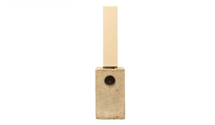 Das Sockelelement aus Beton sorgt für eine stabile Verankerung der Terrassenüberdachung, der integrierte Wasserablauf inklusive Rohrverlängerung aus PVC gestattet eine einfache und unsichtbare Wasserableitung