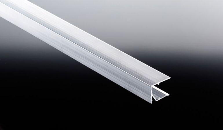 Das günstige U-Abschlussprofil in Weiß für 16 mm Doppelstegplatten dient zum Verschließen der oberen und unteren Stirnseiten. Somit wird ein Verschmutzen der Hohlkammern vermieden.