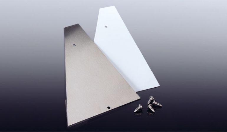 Die Seitenteile für unsere Aluminium Wandanschlüsse sind leicht zu montieren und dienen dem seitlichen Verschließen der Wandanschlussprofile. Wahlweise in Weiß oder Pressblank.