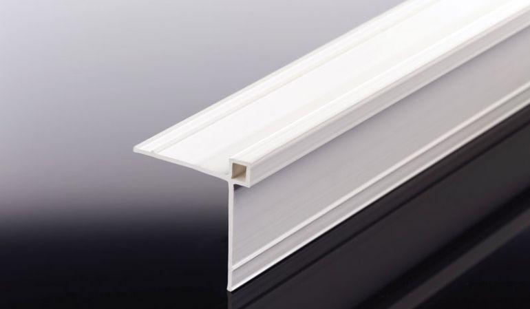 Mit dem 40 x 40 x 2500 mm Hart-PVC Eckprofil verdecken Sie Schnittflächen und Unebenheiten. Geeignet für 6 mm Kompaktplatten. Wir führen braune, weiße und schwarze Kantprofile