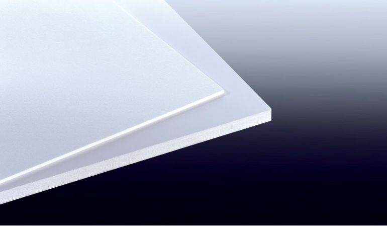 Unsere weiße 5 mm Hartschaumplatte aus PVC hat das Maß 2030 x 3050 mm. Sie Oberflächenstruktur ist Matt.