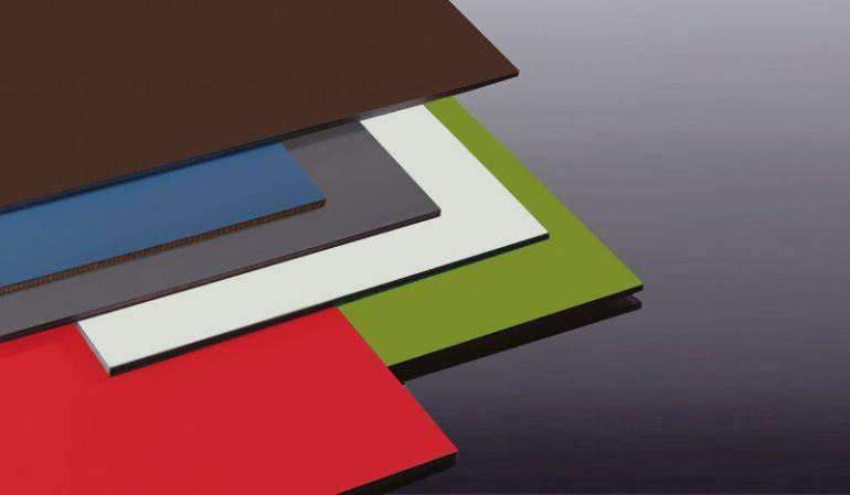 Unsere 6 mm HPL-Fassaden-Platten im Maß 1320 x 3050 mm sind wetter, stoß und -kratzfest. Sie können die Schichtstoffplatten in 20 lichtbeständigen Farben erwerben.