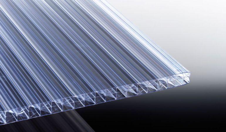 Unsere 25 mm Stegplatte aus Polycarbonat vermindert durch Ihre 5 Stege deutlich die Kälteeinbrüche. Erhältlich in den Längen 2000 mm bis 6000 mm.