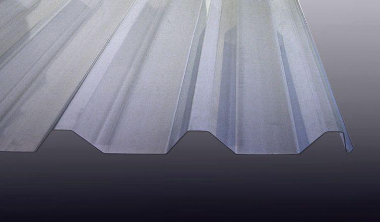 Unsere glasklare Polycarbonat Lichtwellplatte mit dem Profil 207/35 ist in den Längen 2000 mm - 7000 mm erhältlich und eignet sich ideal als Lichtband für Trapezbleche.