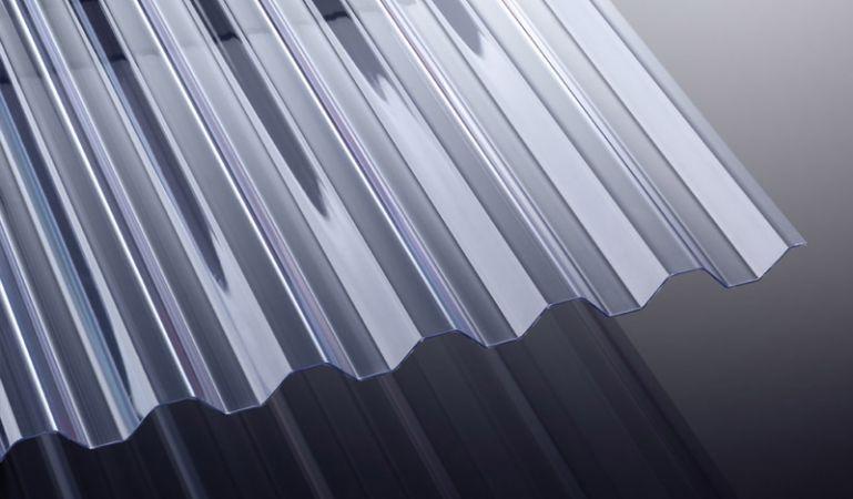 Unsere glasklare Wellplatte aus PVC mit hoher Lichtdurchlässigkeit und 1,4 mm Stärke sind in der Breite 1092 mm und der Länge 2000 - 7000 mm erhältlich. Sie können die Längen auch individuell zuschneiden lassen.