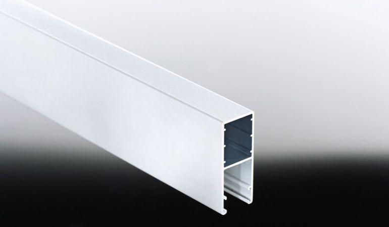 Das Alu-HTF-Profil benötigen Sie, um 16 mm Stegplatten als Lichtausschnitt in Ihre seitliche Paneelwand zu integrieren