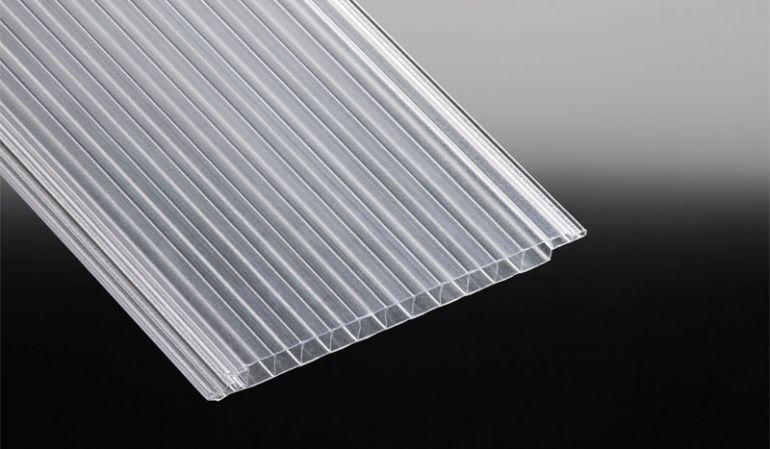 Pflegeleichte Lichtpaneele aus glasklarem Polycarbonat mit einfachem Nut- und Feder System zum Verbinden. Verpackungseinheit: 5 Stück