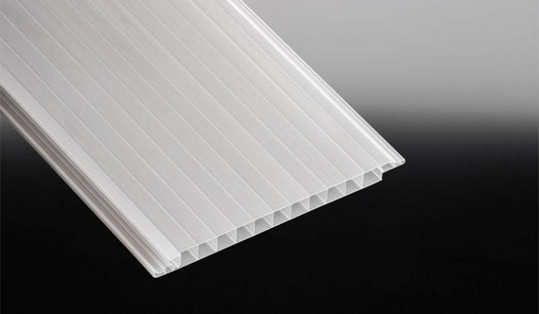 Bruchfeste Lichtpaneele aus weiß-opalem Polycarbonat. Leichte Montage durch simplem Stecksystem - Einzelpaneel 200 mm breit